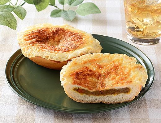 羽根つきチーズの焼カレーパン