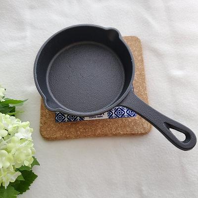 スキレットと鍋敷き