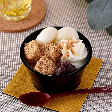 北海道産小豆のつぶあん使用 白玉とわらび餅のクリームぜんざい