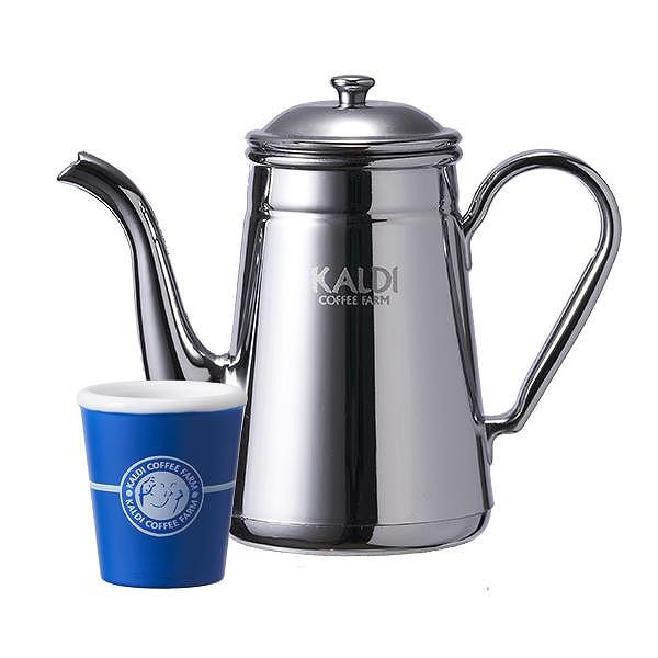 コーヒーサービスのコーヒーポットとカップ