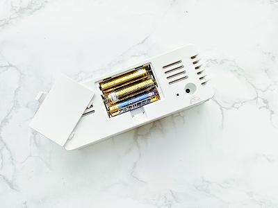 電池とUSB電源ケーブルどちらでも動きます。